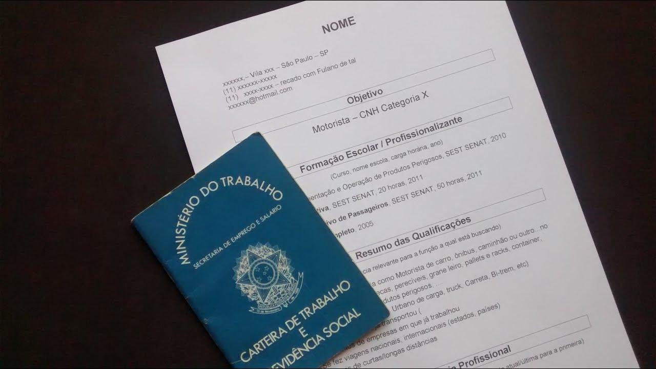 Consultora analisa e dá orientações para montar currículo
